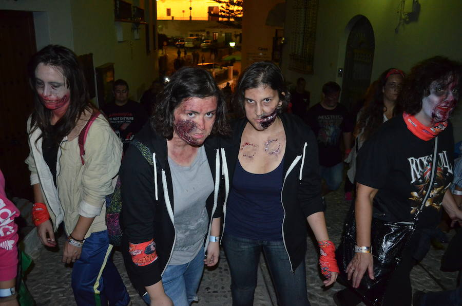 Fotos del 'Survival Zombie' en Frigiliana