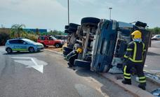 Cement mixer lorry overturns on a Churriana roundabout