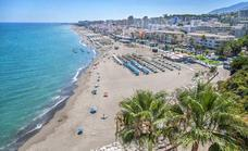 A young waiter saves the life of a woman at a beach bar in Torremolinos