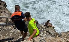 Lifeguards and volunteers rescue a woman trapped on the rocks in Torrox