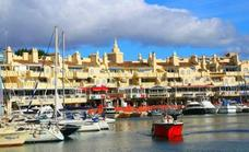 Man injured after explosion onboard a boat in Benalmádena