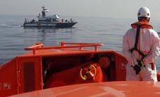 Three people rescued from a dinghy off the coast of Malaga