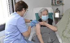 Spain gives the immediate green light for third Covid jabs in nursing homes