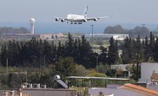 Flight makes an emergency landing and blocks the main runway in Malaga