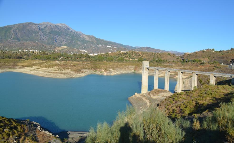 Water cuts for Axarquía fruit growers amid severe shortages