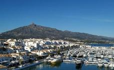 Police struggle to identify the naked body of the young person killed crossing the A-7 in Marbella