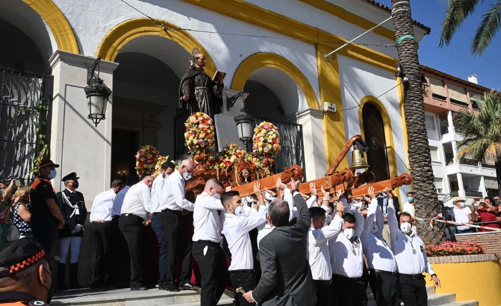 Emotion and tears as processions return to San Pedro