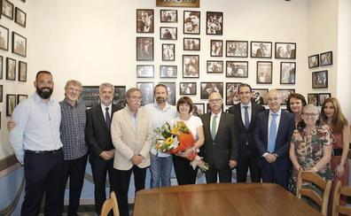 El Unicaja concede la insignia de oro a Joan Plaza en su despedida