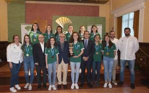 El infantil femenino del Unicaja, homenajeado por la Fundación tras su brillante Campeonato de España