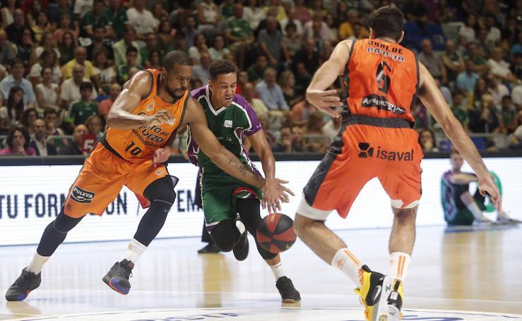 El Unicaja se estrena en la liga con una victoria ante el Valencia