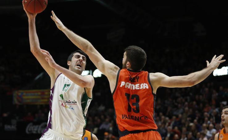 Dura derrota del Unicaja ante el Valencia