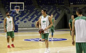 Precaución con Carlos Suárez, que sólo completa parte del entrenamiento con el Unicaja