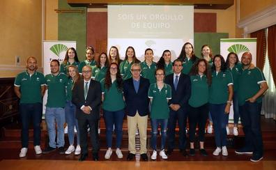 La Fundación Unicaja recibe a su equipo para celebrar el ascenso a Liga Femenina 2