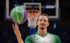 Adams: «Ganar la Eurocup es el reto, para volver pronto a la Euroliga»