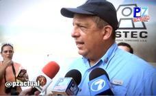 El presidente de Costa Rica se traga una avispa cuando atendía a la prensa