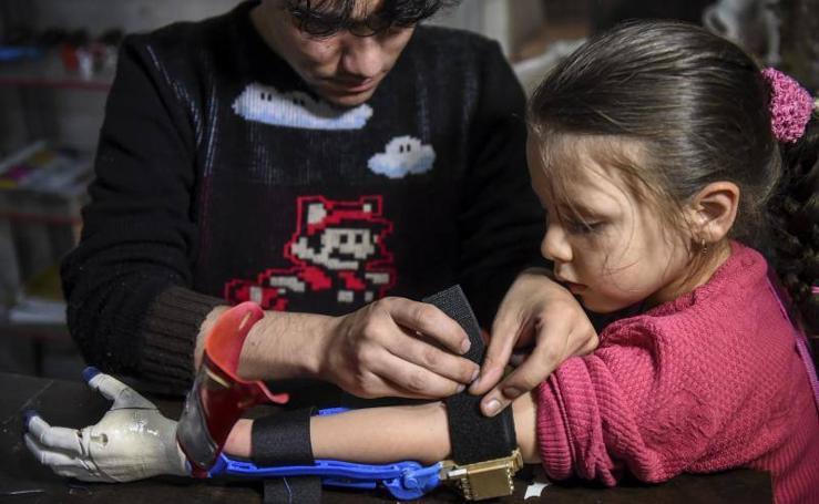 Fabrilab, el creador de prótesis de superhéroes para niños