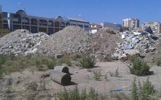 Vertido de escombros en los terrenos de Repsol
