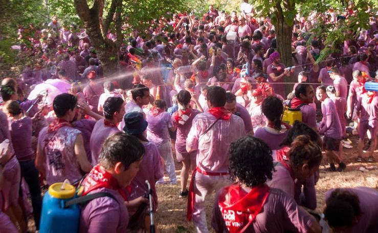 La fiesta turística de la batalla del vino en Haro, Logroño