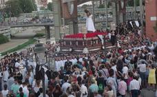 El Señor de la Humillación recorre las calles del Perchel por su 75 aniversario