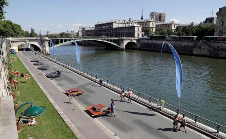París abre su 'playa' en la orilla del río Sena