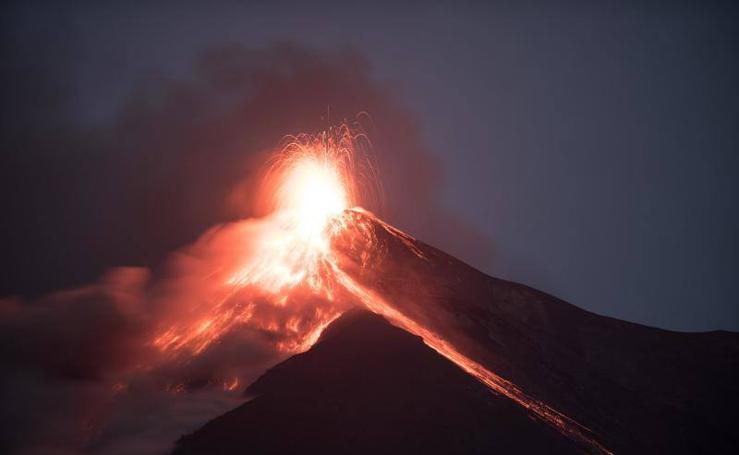 El volcán de Fuego en Guatemala entra en erupción por sexta vez este año