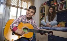 Adrián Martín canta hoy en Madrid junto a Rosario y prepara su segundo disco