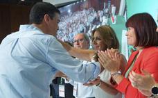 Susana Díaz le pide a Pedro Sánchez que no le haga elegir entre el PSOE y Andalucía