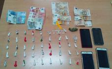 Detienen a cuatro personas tras desarticular un punto de venta de droga en Alameda