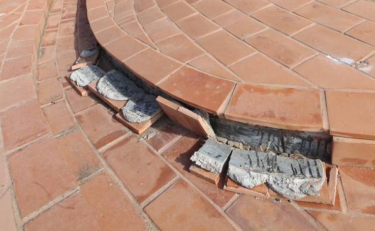 La cubierta de la Catedral de Málaga se resquebraja