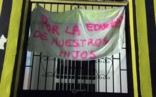 Padres y madres de alumnos piden un profesor más para el colegio de Benarrabá