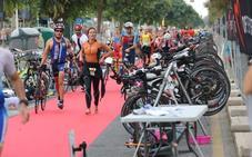 Más de 1.000 deportistas disputan el VIII Triatlón de Málaga