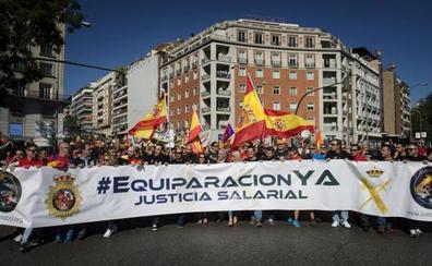 Policías y guardias civiles salen a la calle para reclamar un salario como el de policías autonómicas