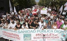 Marcha multitudinaria en Granada en defensa de la sanidad pública andaluza