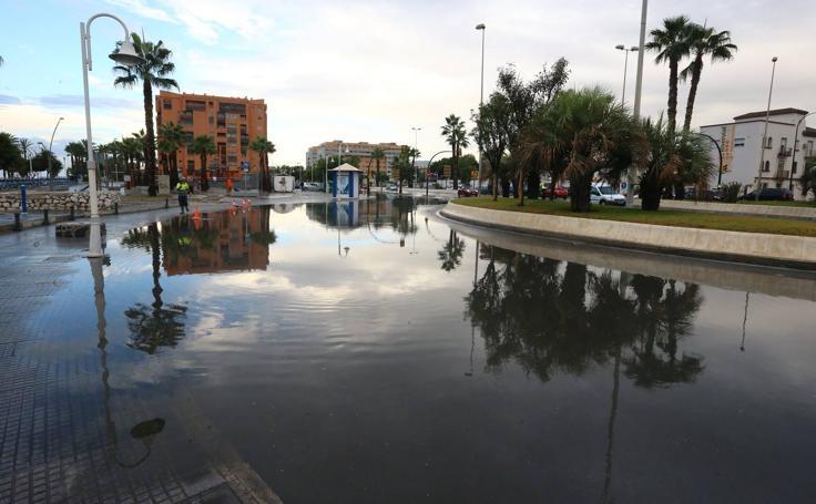 Una tromba de agua inunda calles de Málaga (I)