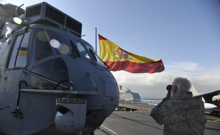 Fotos de la jura de bandera civil en el portaaviones Juan carlos I en Málaga (III)