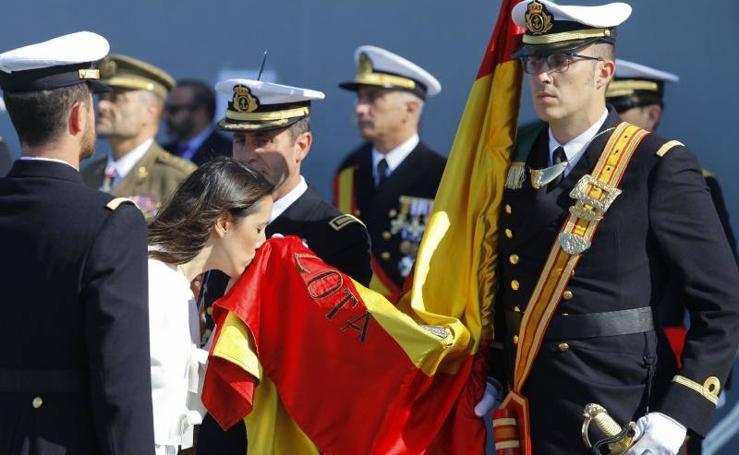 Fotos de la jura de bandera civil en el portaaviones Juan carlos I en Málaga (V)