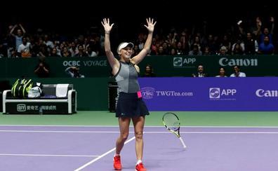 La 'maestra' Wozniacki triunfa en Singapur