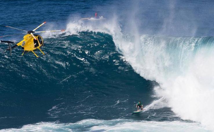 Las olas gigantes vuelven a Portugal