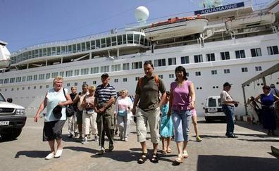 Turismo Costa del Sol estudiará el impacto de los cruceros en Málaga y la viabilidad de una ruta marítima a Tánger