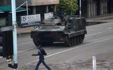 El presidente de Zimbabue confirma que está detenido en su casa