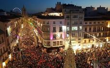 Lleno para ver el inicio del alumbrado navideño en Málaga