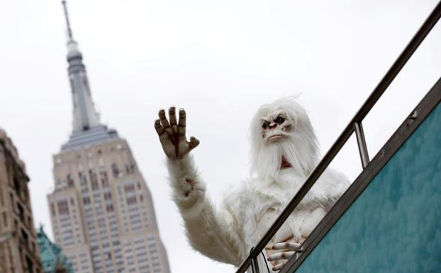 Actor disfrazado de Yeti en Manhattan./Reuters