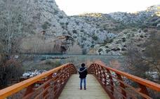 La Cueva del Gato reabre a las visitas tras la instalación de un nuevo puente de acceso