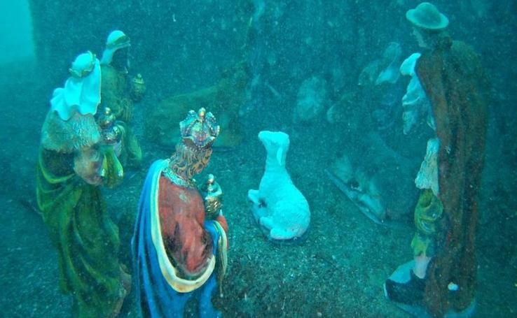 Así es el Belén submarino de la playa de la Malagueta