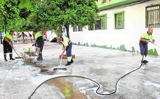 Municipios de la Costa del Sol estudian regar parques y baldear calles con agua reciclada frente a la sequía