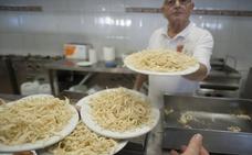 El chanquete chino lleva más de una década supliendo al oriundo en los chiringuitos de Málaga