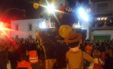 Herido leve un policía de Castilleja de la Cuesta tras quedar atrapado bajo una carroza de la Cabalgata