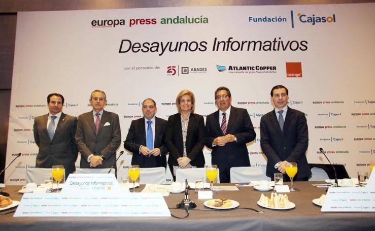 Fotos de los asistentes al desayuno informativo con Fátima Báñez en Málaga