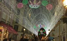 Vuelven las luces de la calle Larios por el Carnaval de Málaga