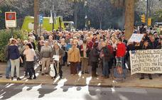 Los jubilados vuelven a cortar el tráfico en el Parque de Málaga en protesta por las pensiones
